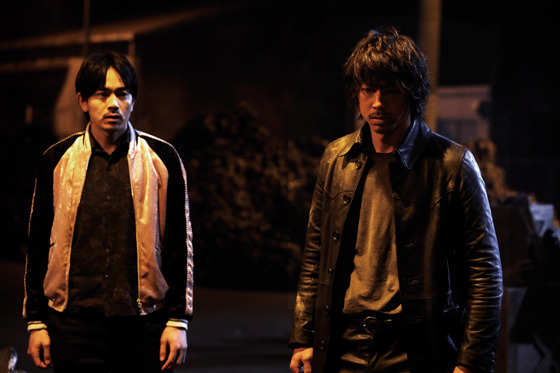 『HiGH&LOW THE MOVIE 2 / END OF SKY』SWORD各チーム、雨宮兄弟、琥珀&九十九の場面写真が公開